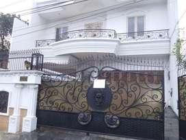 Disewakan rumah luas di Menteng dengan harga BUC
