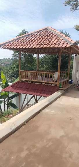 Gazebo bambu putih atap genteng ukuran 2,50x2,50