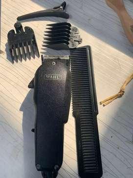Kursi Barbershop dan perlengkapannya
