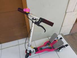 Skuter anak pedal VITA - T bagus, like new
