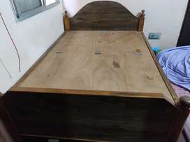 4/6 wooden Bed with storage Boxes