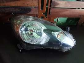 Lampu depan / headlamp kanan mobilio atau brio lama