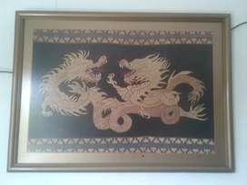 Lukisan motif naga bahan kain kondisi baik
