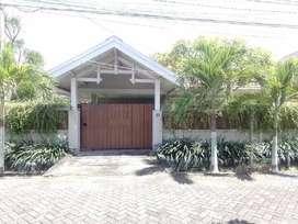 Rumah + Kantor di tengah kota Jl Manyar full furnish strategis