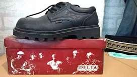 Sepatu Safety warna hitam ukuran 40
