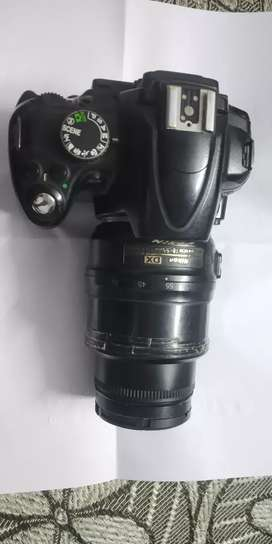 Nikon D5000 with double lens and double battery 18-55 18-200