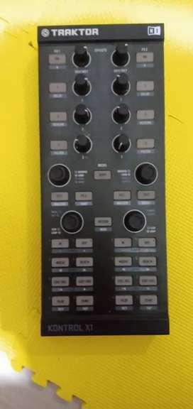 Dj mixing kontroler (merk trektor X1) dan kontroler(merk evolution X)