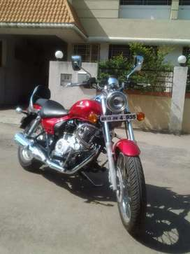 Red Bajaj Avenger 220 cc in very good condition
