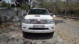 Toyota Fortuner 2.8 4X4 MT, 2011, Diesel