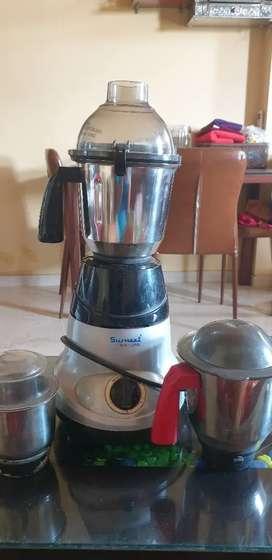 Sumeet mixer grinder with 3 different jars