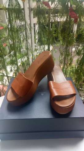 INUOVO wedges second ori