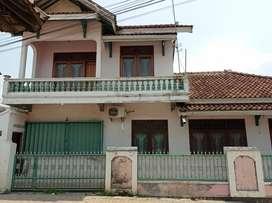 Di Jual Rumah Dua Lantai Dekat Jalan Utama