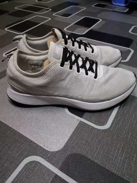 Nike dualtone racer size 44