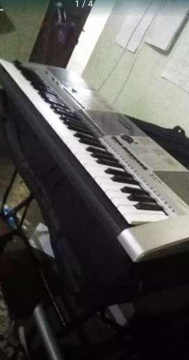 Yamaha PSR I 425 keyboard