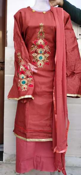 Pure glace cotton suit with sleeve work