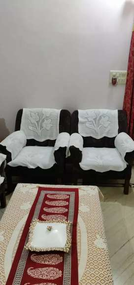 Sofa set 5 seater with a wooden table