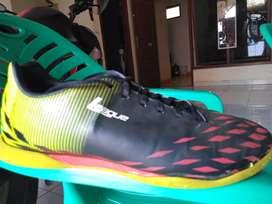 Sepatu Futsal League