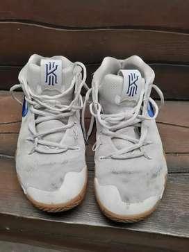 Sepatu Basket Kyrie 4