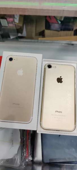 iPhone 7(32GB) Gold Colour.. 1 year old