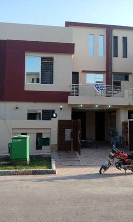 5 marla slightly use  VIP beautiful house in bahria town lahore