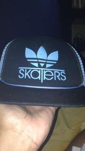 topi skaters original hitam biru muda jarang pakai jual cepat murah
