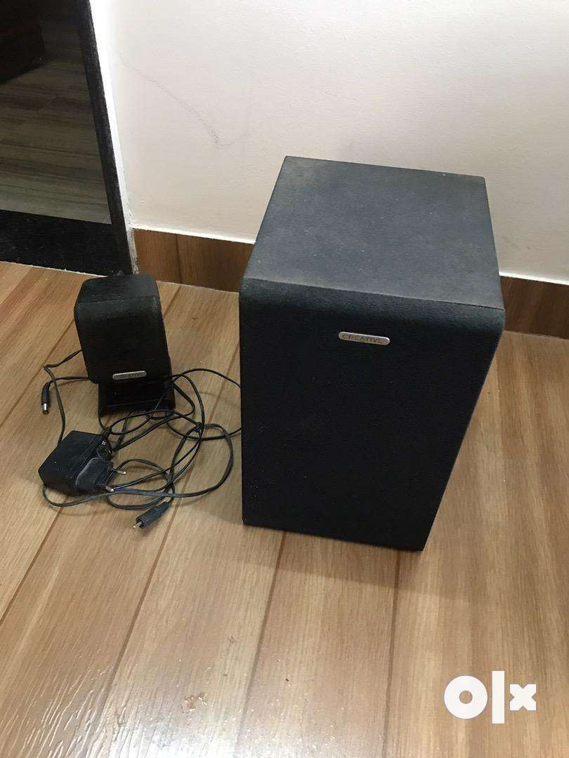 2 creative speakers  for 1000 rs- plz see details 0