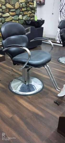 A fully furnished salon and spa in key area in Kakinada