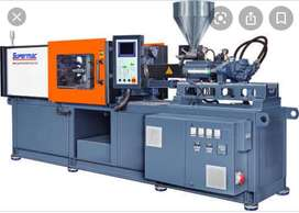 PET injection moulding machine operator
