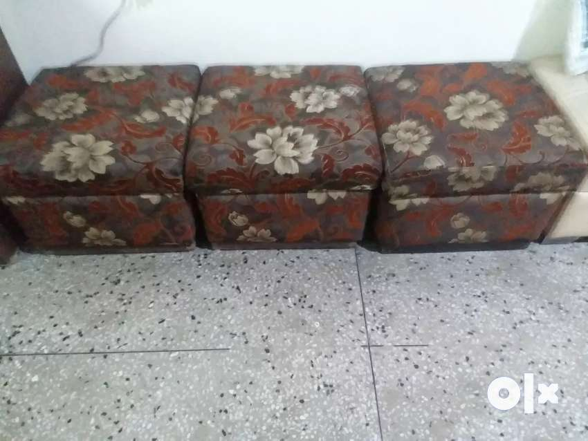 Couch with three puffies 0