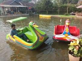 bebek sepeda air atau perahu bebek gowes wahana air
