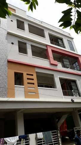3 bedroom Flat for rent with lift and car parking provided