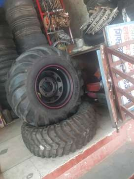 Thar tyre with off road rim all type tyre here this is new tyre