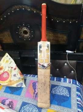 "Good condition ""SS CRICKET BAT"" and original ""MORRANT"" batting pad"