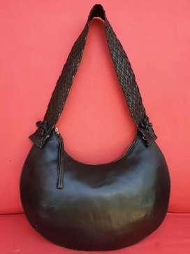 Tas import eks fashion hitam pipih unik tali anyam