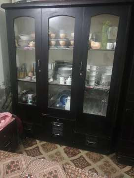 I am selling showcase for cutlery