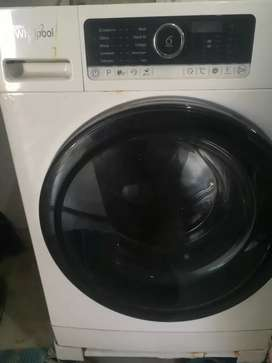 Whirlpool fully automatic front loaded 8kg washing machine