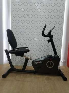 Alat fitness olahraga/Rekumbent bike baru dan bergaransi