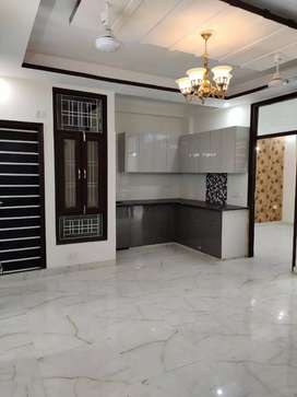 Ready to move 3 BHK flat in Hans enclave sec 33 Gurgaon