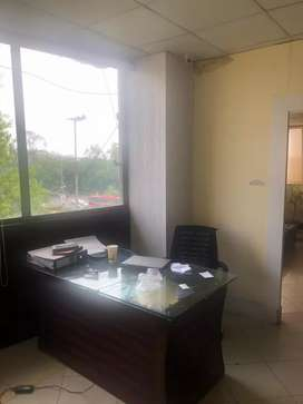 Ali Tower Gulberg !!! 800 Sqft office full Furnished for Rent