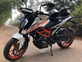 Newly maintained with all documents up to date KTM duke 390 rare used