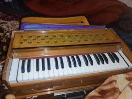 I wanna sell my 3 line harmonium with coupler