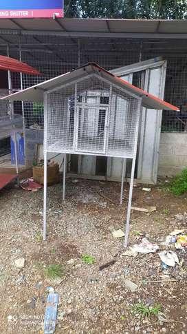 Hi tech hen cage