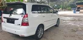Toyota Innova V Diesel / solar 2.5 automatic