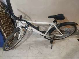 Good condition btwin cycle from dcathalon