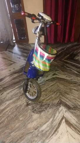 E-SCOOTER for children's (8 to 14 year) Excellent like new,,,