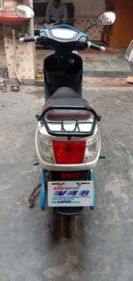 New condition electric scooty