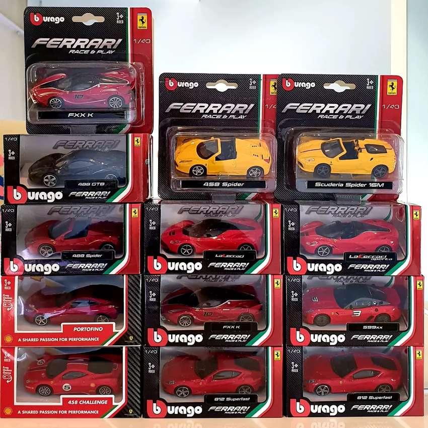 Die cast Bburago Burago Ferrari Shell 1set 1:43  1/43 0