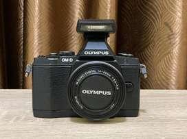 Olympus OMD EM-5 Mk.I plus 14-42mm EZ