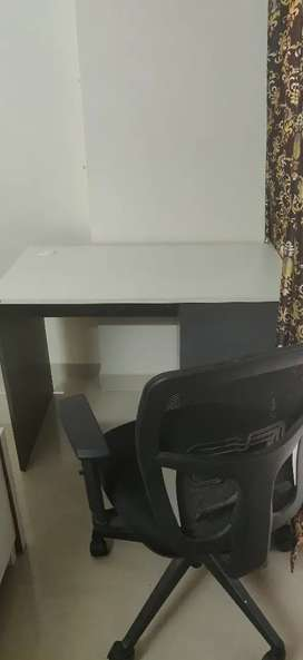 Geeken || Office table and chair || extremely in good condition