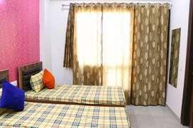 Furnished rooms/ PG /hygenic food / Boys / girls / bachelors / Noida